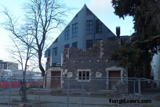 Los destrozos de los terremotos son latentes en cualquier rincón de la ciudad