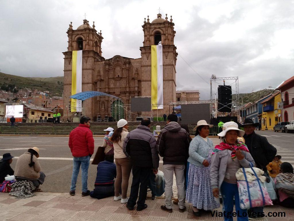 Antes de llegar a la Iglesia de San Juan, la catedral de Puno ya estaba lista para la candelaria