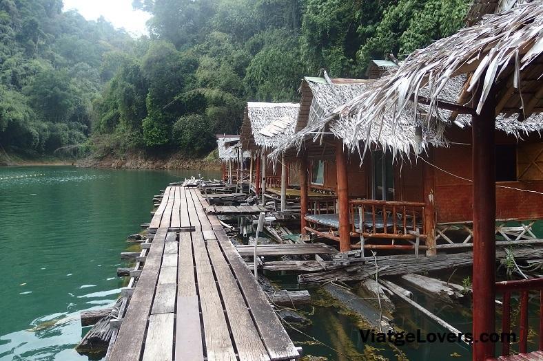 Cabañas flotantes en Lago Cheow, Khao Sok