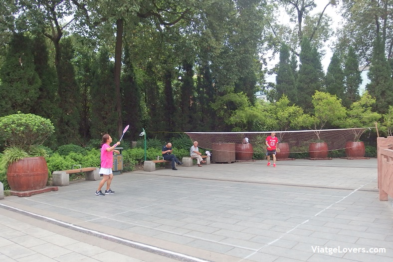 People's Park in action, Chengdu -ViatgeLovers.com