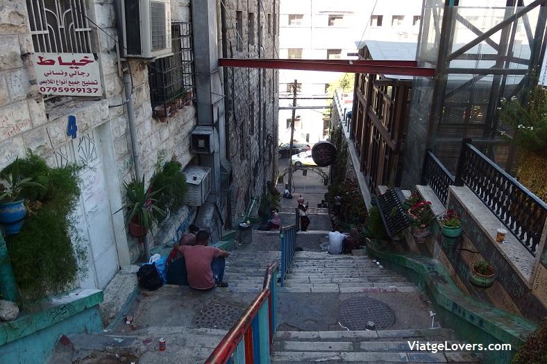 Uno de las callejuelas que unen RainBow Street con Downtown, -ViatgeLovers.com