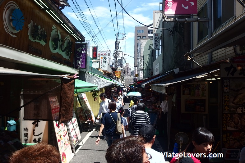 Mercado exterior de Tsukiji. Ruta por Tokyo. Japón -ViatgeLovers.com