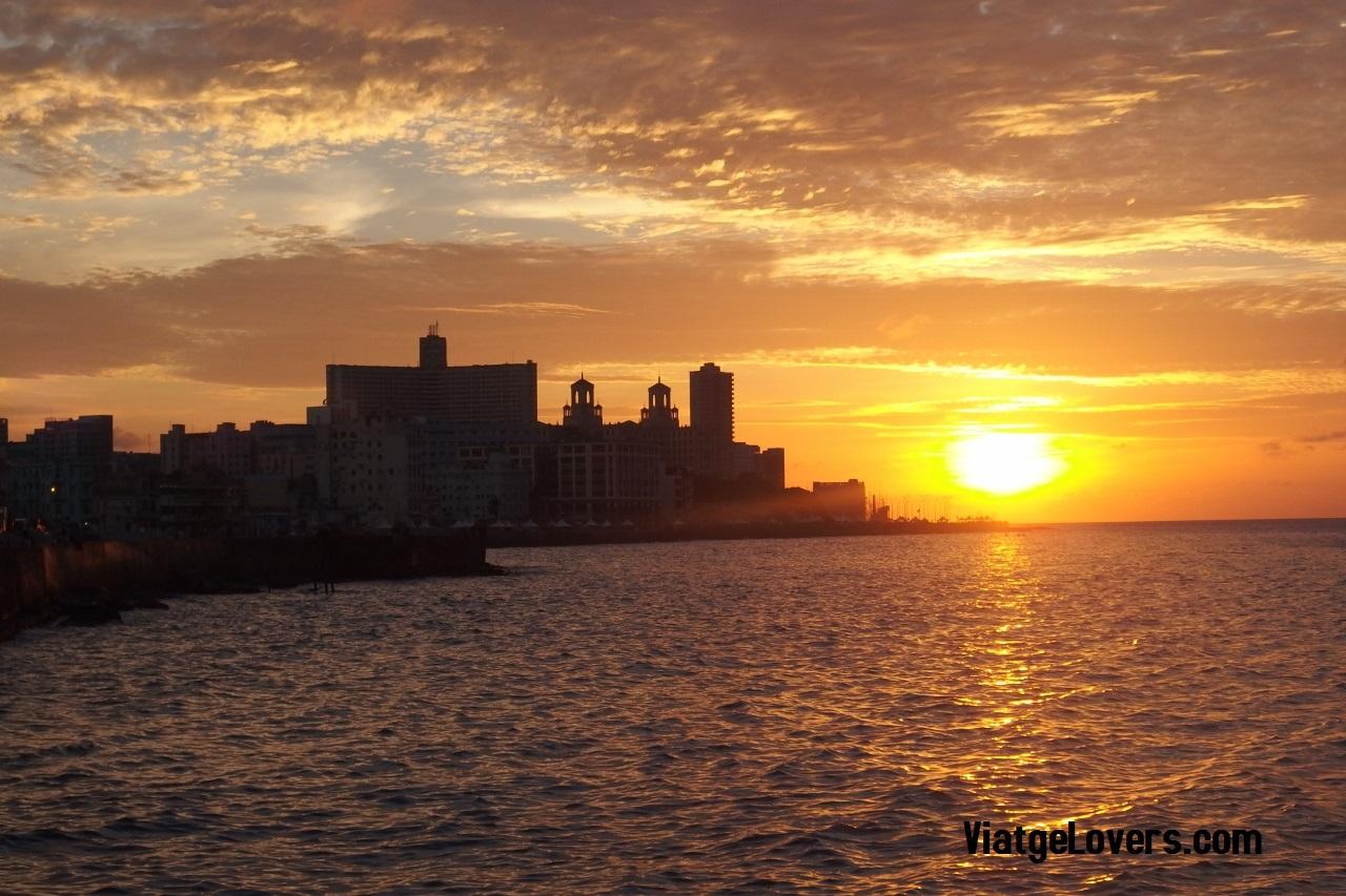 Puesta de Sol en el Malecón, Cuba