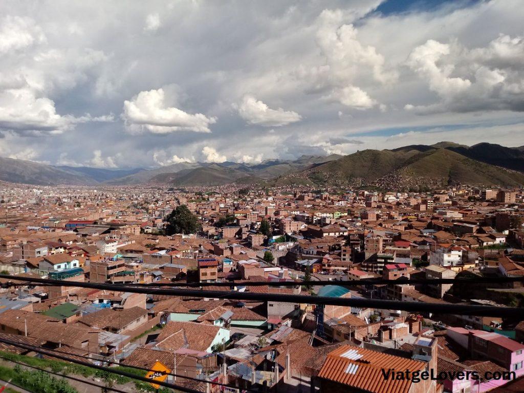 Vistas de Cusco desde el hostal. Ruta por Cuzco -ViatgeLovers.com