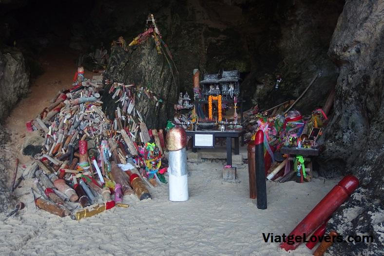 Penes everywhere en Railay Beach. Tailandia -ViatgeLovers.com