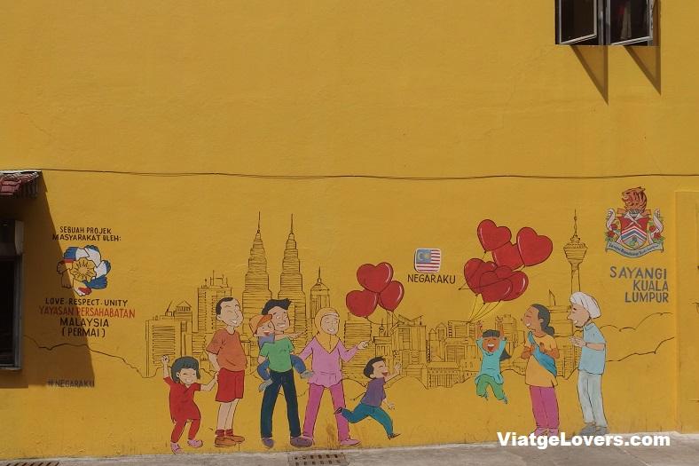Mural en favor de la diversidad del país, Kuala Lumpur. Malasia y Borneo por Libre -ViatgeLovers.com