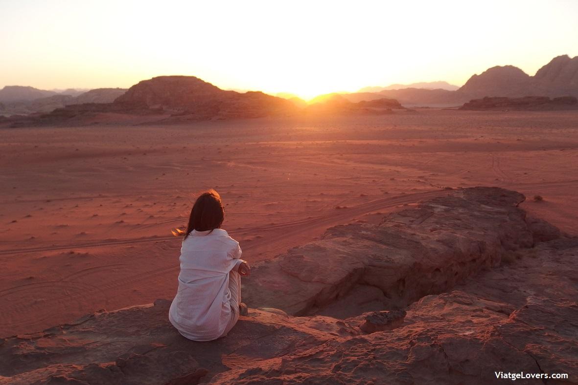 Anochecer en el desierto de Wadi Rum, Jordania -ViatgeLovers.com