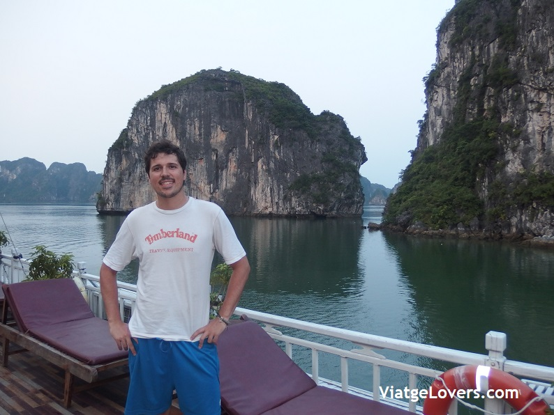 Halong Bay. Vietnam -ViatgeLovers.com