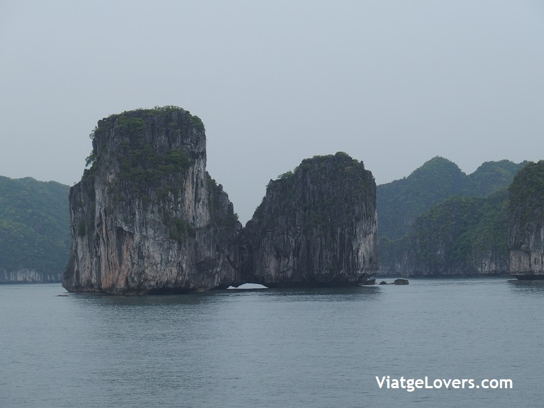 Halong Bay. Vietnam -ViatgeLovers.com